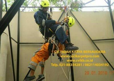 sertifikasi-tkpk-pembersih-kaca-gedung-154