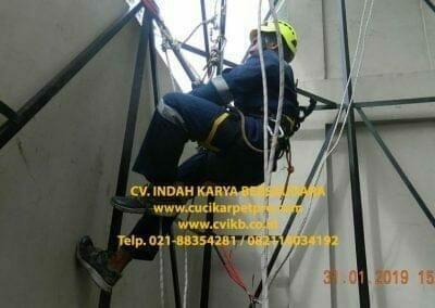 sertifikasi-tkpk-pembersih-kaca-gedung-163
