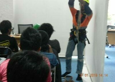 sertifikasi-tkpk-pembersih-kaca-gedung-31