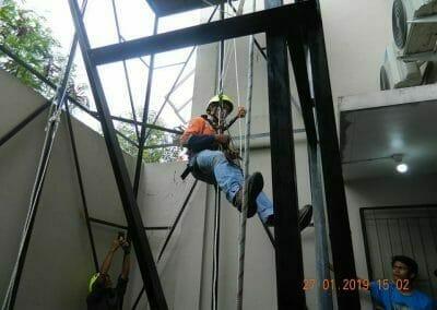 sertifikasi-tkpk-pembersih-kaca-gedung-35