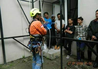 sertifikasi-tkpk-pembersih-kaca-gedung-37