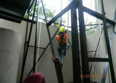 sertifikasi-tkpk-pembersih-kaca-gedung-39
