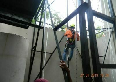 sertifikasi-tkpk-pembersih-kaca-gedung-40