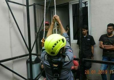 sertifikasi-tkpk-pembersih-kaca-gedung-71