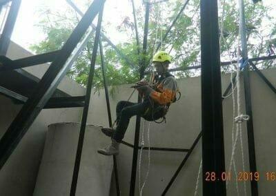 sertifikasi-tkpk-pembersih-kaca-gedung-80
