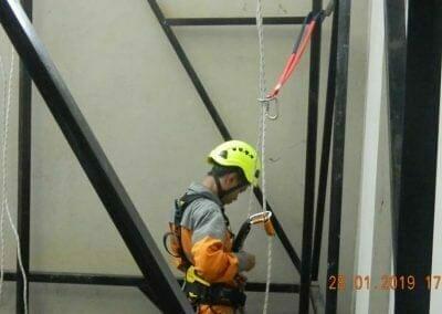 sertifikasi-tkpk-pembersih-kaca-gedung-90
