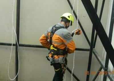sertifikasi-tkpk-pembersih-kaca-gedung-91