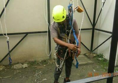 sertifikasi-tkpk-pembersih-kaca-gedung-92