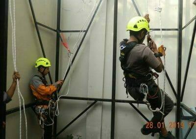 sertifikasi-tkpk-pembersih-kaca-gedung-94