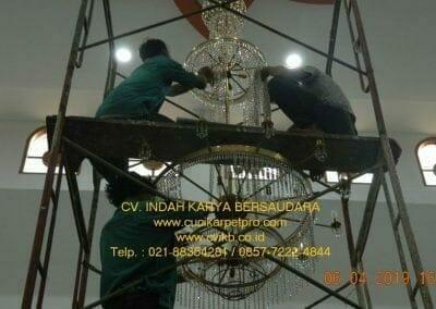 cuci-lampu-kristal-masjid-nurul-falah-25