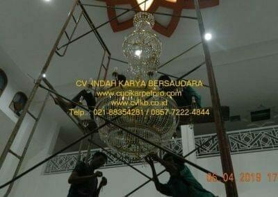 cuci-lampu-kristal-masjid-nurul-falah-28