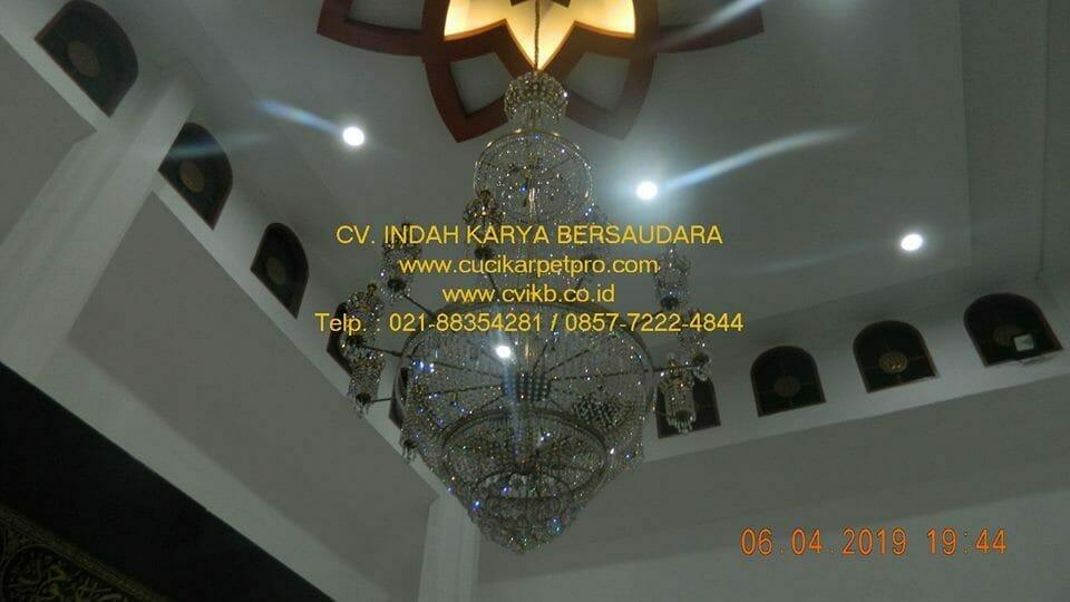 Cuci Lampu Kristal Masjid Nurul Falah PLN Distribusi Jakarta