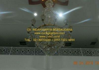 cuci-lampu-kristal-masjid-nurul-falah-39