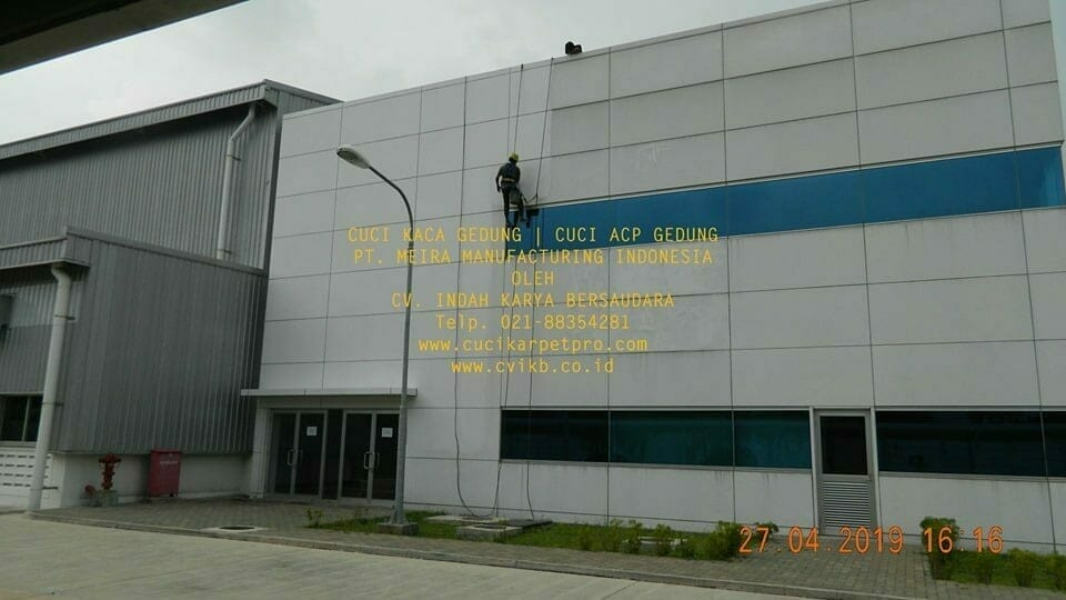 Cuci Kaca Gedung Meira Manufacturing Indonesia Hari Kedua