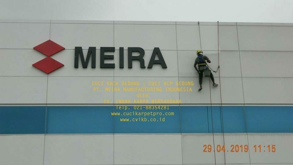 Cuci Kaca Gedung Meira Manufacturing Indonesia Hari Keempat