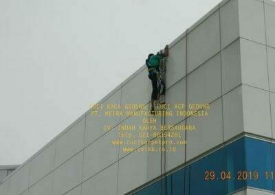 cuci-kaca-gedung-meira-manufacturing-hari-keempat-02