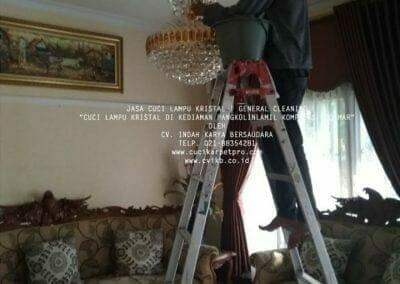 cuci-lampu-kristal-pangkolinlamil-01