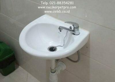 pembersih-kamar-mandi-di-pt-seal-31