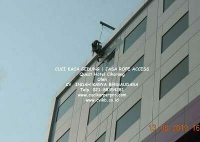 cuci-kaca-gedung-quest-hotel-06