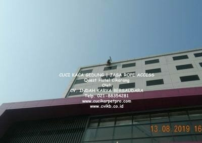cuci-kaca-gedung-quest-hotel-09