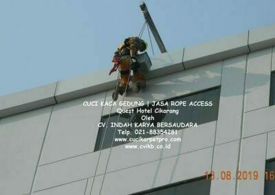 cuci-kaca-gedung-quest-hotel-12