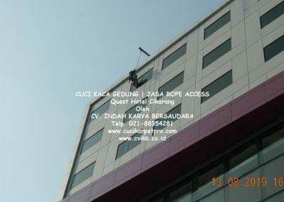 cuci-kaca-gedung-quest-hotel-14