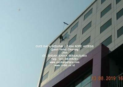 cuci-kaca-gedung-quest-hotel-15