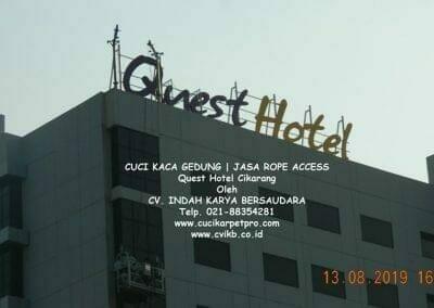 cuci-kaca-gedung-quest-hotel-17