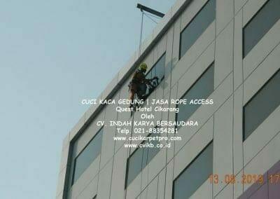 cuci-kaca-gedung-quest-hotel-19
