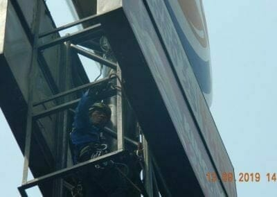 jasa-rope-access-cuci-pole-sign-burger-king-13