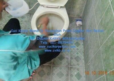 cuci-kamar-mandi-di-prima-lingkar-asri-54