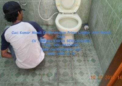 cuci-kamar-mandi-di-prima-lingkar-asri-60