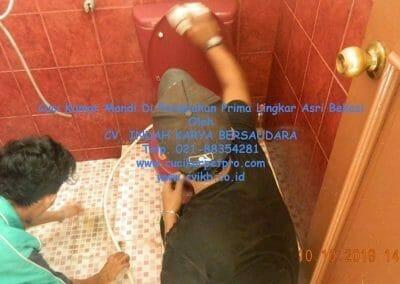 cuci-kamar-mandi-di-prima-lingkar-asri-70