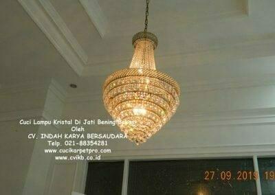 cuci-lampu-kristal-di-jati-bening-02