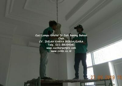 cuci-lampu-kristal-di-jati-bening-08