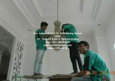 cuci-lampu-kristal-di-jati-bening-09