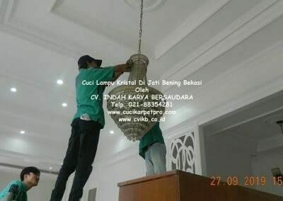 cuci-lampu-kristal-di-jati-bening-11