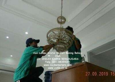 cuci-lampu-kristal-di-jati-bening-19