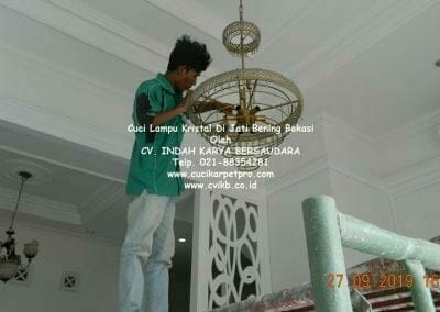 cuci-lampu-kristal-di-jati-bening-25