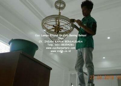 cuci-lampu-kristal-di-jati-bening-27