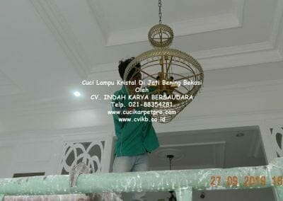 cuci-lampu-kristal-di-jati-bening-29