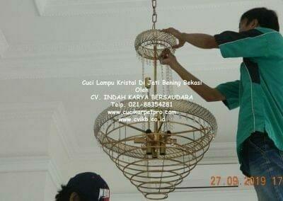 cuci-lampu-kristal-di-jati-bening-35
