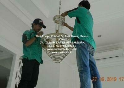 cuci-lampu-kristal-di-jati-bening-36