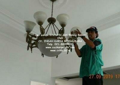 cuci-lampu-kristal-di-jati-bening-40