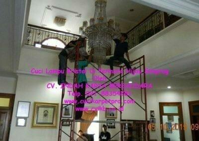 cuci-lampu-kristal-di-permata-hijau-simprug-002