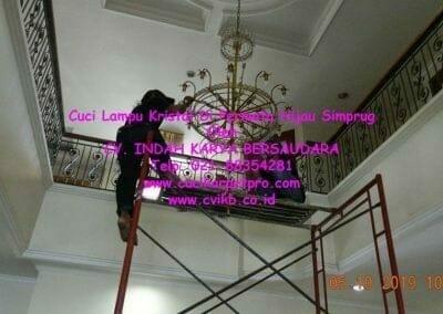 cuci-lampu-kristal-di-permata-hijau-simprug-026