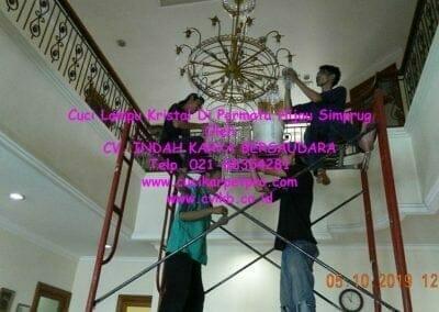 cuci-lampu-kristal-di-permata-hijau-simprug-040
