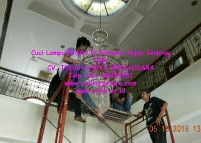 cuci-lampu-kristal-di-permata-hijau-simprug-045