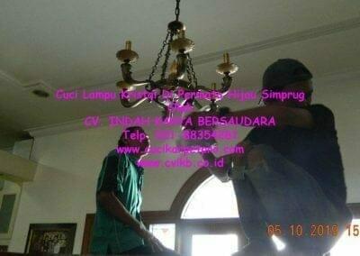 cuci-lampu-kristal-di-permata-hijau-simprug-093