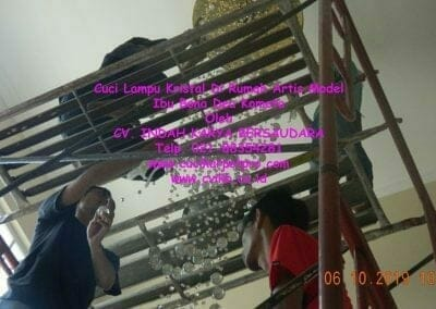 cuci-lampu-kristal-di-rumah-ibu-bona-dea-kometa-07